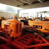 Vari trattori  Cingolati