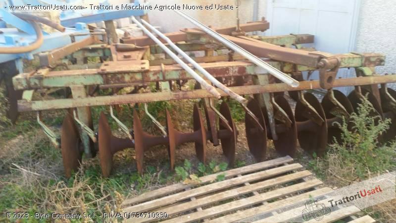 Attrezzature varie agricole aratri for Di raimondo macchine agricole